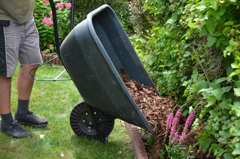 Summer Seasonal Tips: Mulch It Up